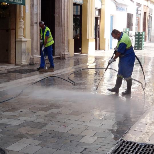 Thaipave™ WB 9095 ayuda a limpiar las calles impregnadas en cera
